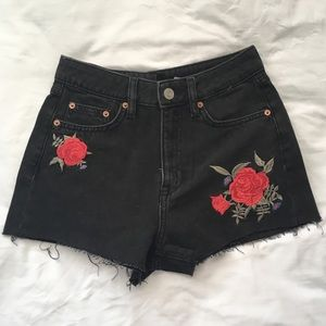 Black Jean shorts with floral embroidery